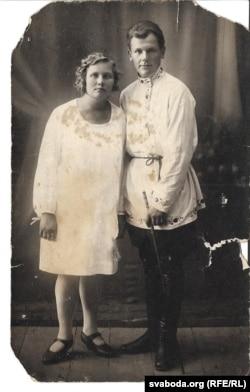 Вясельле Веры Саленік і Аляксандра Доўнара. 1930 год. Бабулі 20, дзеду 22.