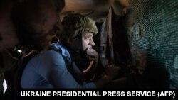 Президент України Володимир Зеленський під час поїздки до лінії фронту на Луганщині, 27 травня 2019 року