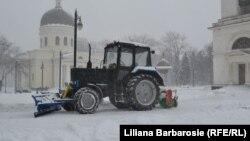 Negocieri politice sub... zăpadă la Chișinău