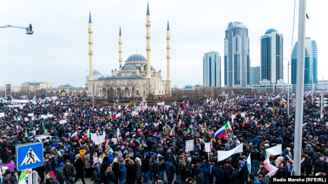 Thousands of people gathered in Grozny in support of leader Ramzan Kadyrov.