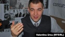 Octavian Țîcu în studioul Europei Libere la Chișinău