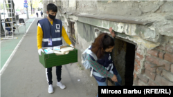 Voluntarii LOGS merg zi de zi în casele abandonate din Timișoara unde se ascund imigranții afgani.