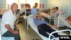 Обычная палата в типичной больнице в Актобе. Ноябрь 2008 года.