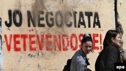 """Priština, grafit """"Nema pregovora - Imamo pravo na samoopredeljenje"""""""