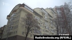 Квартирою в цьому будинку у центрі Києва володіє дружина Бриля Майя