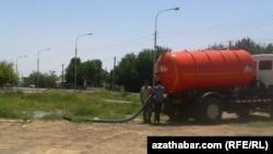 Suw daşalýan awtoulag, Aşgabat