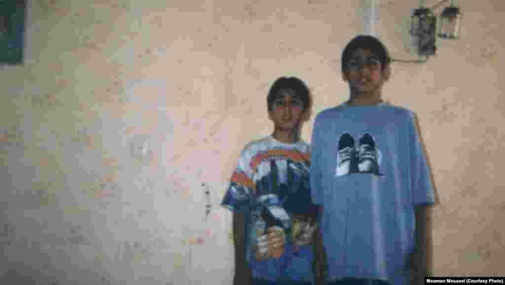 هومان موسوی در کنار برادرش