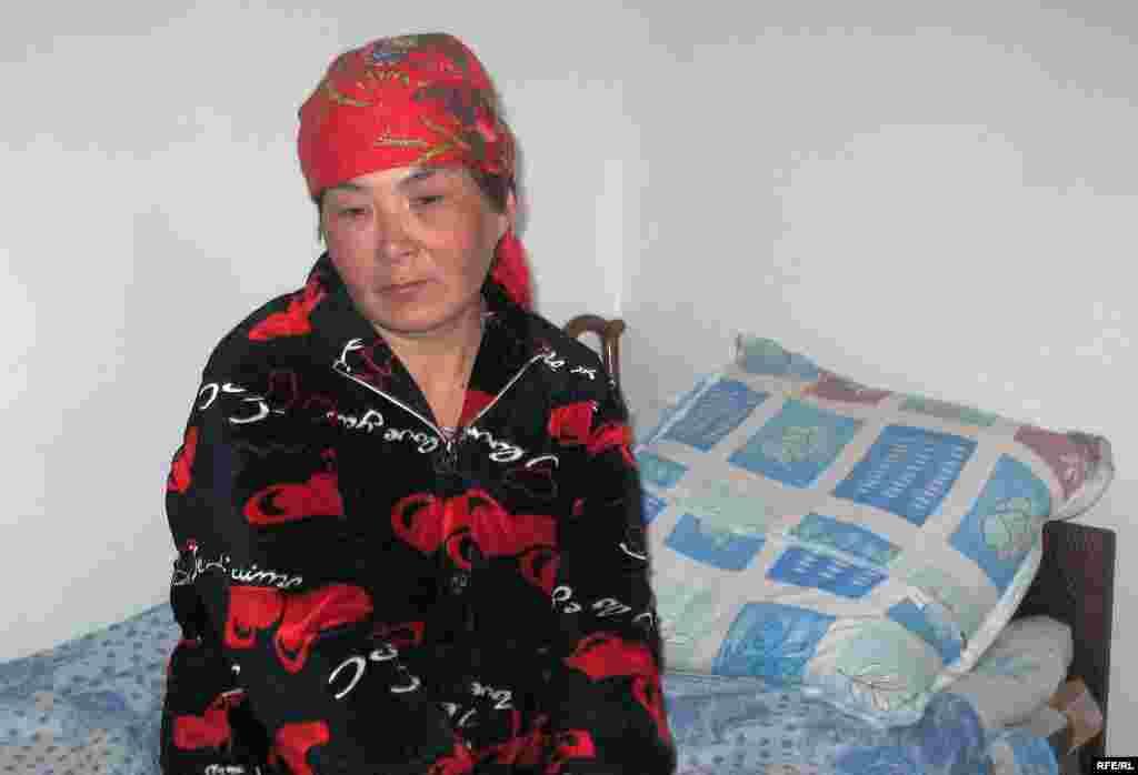 Нукен Алкешова, внучка долгожительницы. Она ухаживала за ней в последние годы.