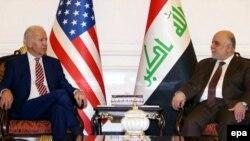 АКШ вице-президенти Жо Байден Ирактын премьер-министри Хайдер аль-Абади менен.