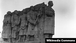 مجسمه تخریب شده ژوزف استالین در شهر پراگ سال های ۱۹۵۵تا ۱۹۶۲
