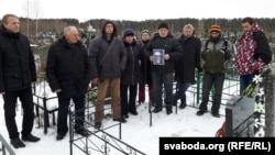 Гомельскія актывісты наРандоўскіх могілках