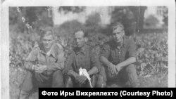 Советские военнопленные в лагере в Наараярви (Иван Анашкин - справа)