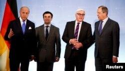 Міністри закордонних справ Франції Лоран Фабіус, України Павло Клімкін, Німеччини Франк-Вальтер Штайнмаєр і Росії Сергій Лавров (зліва направо) на зустрічі в Берліні, 2 липня 2014 року