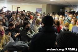 На суд ня трапіла больш за 50 чалавек, яны чакаюць у калідоры