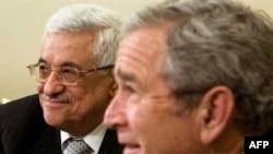 Президент США приветствует в рабочем кабине палестинского лидера, прибывшего на форум в Аннаполисе