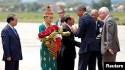 Լաոս - ԱՄՆ նախագահ Բարաք Օբամային ողջունում են Լուանգ Պրաբանգ քաղաքի օդանավակայանում, 7-ը սեպտեմբերի, 2016թ․