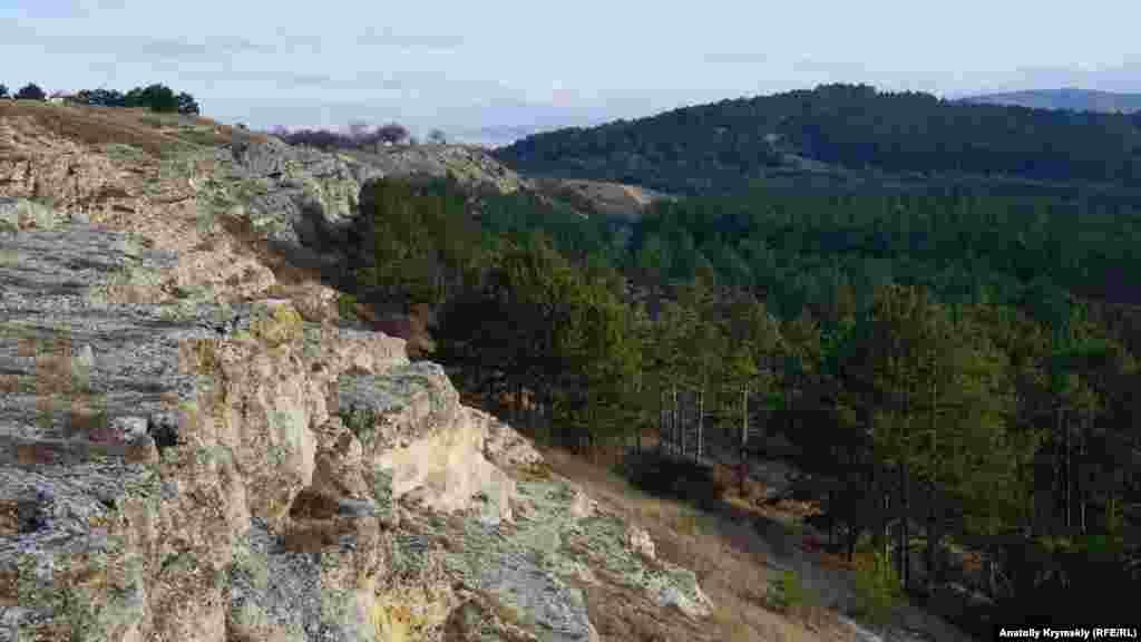 Как утверждают геологи, на территории нынешнего парка отчетливо прослеживаются тектонические особенности региона: Симферопольская антиклиналь, Симферопольский меланж, битакский краевой прогиб и прочие