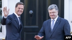 Марк Рютте (л) і президент України Петро Порошенко (п), архівне фото