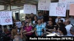 Новинарите протестираа против продолжувањето на притворот на Томислав Кежаровски на 25 јули 2013.