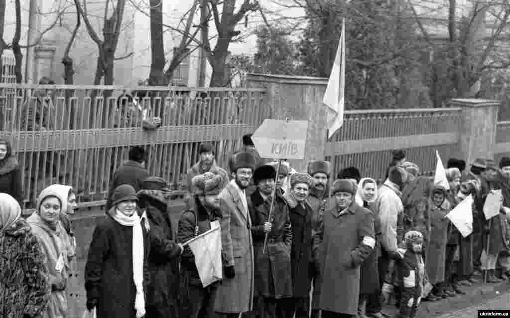 Львів.У «ланцюзі» взяли участь, за офіційними даними радянського режиму, близько 450 тисяч осіб. За неофіційними оцінками – від 1 до 5 мільйонів