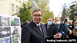 Predsednik Srbije Aleksandar Vučić tokom posete beogradskom Institutu Torkal koji raspolaže pogonom za pravljenje vakcina Sputnik V. 15. april, 2021.