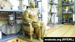 Сталін на «троне»