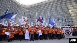 Під час демонстрації європейських сталеварів перед установами ЄС, Брюссель, 15 лютого 2016 року
