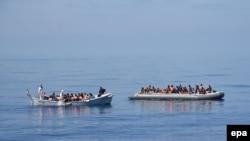 Migranti prelaze Sredozemno more, juli 2016.