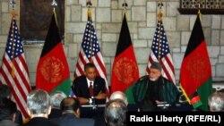 کابل: د افغانستان ولسمشر حامد کرزی او د امریکا ولسمشر براک اوباما د دواړو هیوادونو ترمنځ پر اوږدمهالي سترټیژيک تړون لاسلیک کوي. .دمې دویمه نېټه ۲۰۱۲