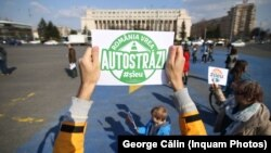 """În primăvara anului 2019, în România au existat mai multe proteste sub umbrela """"Șî eu vreau autostrăzi"""", pornite de la inițiativa antreprenorului sucevean Ștefan Mandachi de asfalta singur un metru de autostradă."""