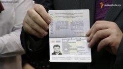Порошенко вже похвалився своїм біометричним паспортом