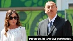 Әзербайжан президенті Ильхам Әлиев пен оның әйелі, бірінші вице-президент болып тағайындалған Мехрибан Әлиева.