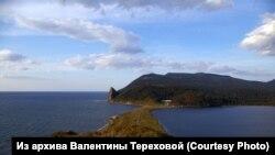 Граница Охотского моря и Лагунного озера. Остров Кунашир