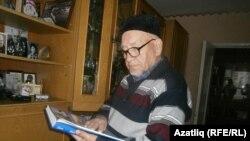 Tatarstan -- Aydar Khalim, writer, Chelny, 3Sept2015