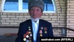 Türkmen weteranlary prezidentiň sowgatlary üçin ýene-de özleri töleýär