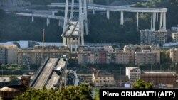 Рухнувший в Генуе мост.