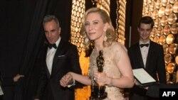 Актриса Кейт Бланшетт на вручении ей кинопремии «Оскар». Лос-Анджелес, 2 марта 2014 года.