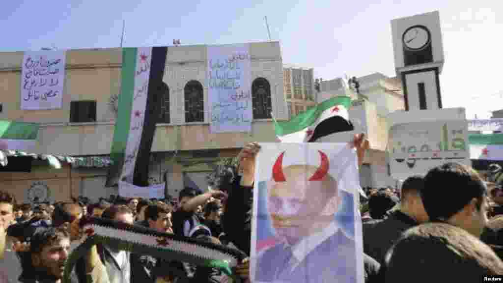 Антипутинския демонстрация во время жума-намаза вблизи Хомса, 3 февраля.