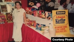 Ludmila Smolyansky​ operates a Lifeway stand at a trade show shortly after the company was founded in 1986.
