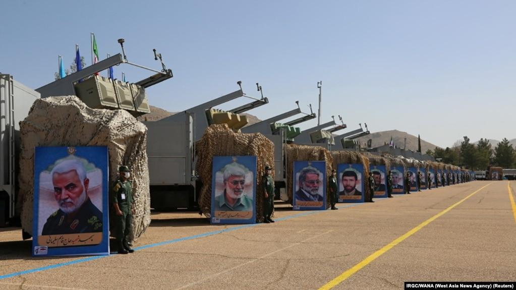 صفی از محمولههای موشکی سپاه پاسداران انقلاب اسلامی