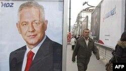 Sarajevo, predizborni plakati sa likom hrvatskog premijera i predsjednika HDZ-a Ive Sanadera