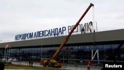 Aeroportun adı sökülür