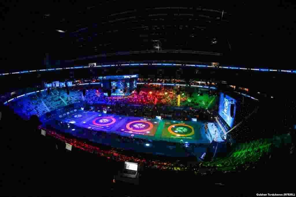 Арена «Барыс», где проходит мировое первенство по борьбе. Она вмещает более 11 тысяч зрителей.