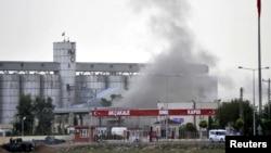 Пажар у горадзе Акчакале пасьля абстрэлу з тэрыторыі Сырыі