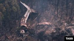Апатқа ұшыраған Ил-76 ұшағының жерде жатқан сынықтары. Иркутск облысы, Ресей, 3 шілде 2016 жыл.