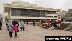 Акция в память о погибших в Кемерово. Симферополь, 28 марта 2018 года