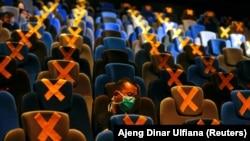 Spectatori într-un cinematograf CGV în timpul pandemiei de COVID 19, Jakarta, Indonezia