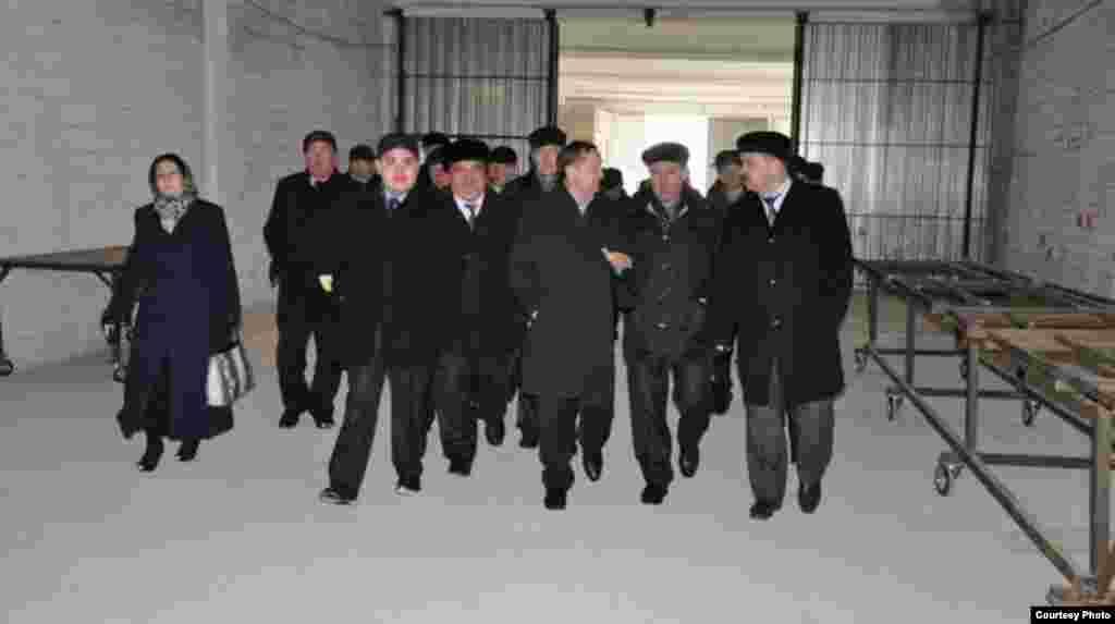Шуннан соң Татарстан вәкилләре авыл эшмәкәрләренең һәм фермерларының ничек эшләве, нәрсәләргә ирешүе белән танышырга китте