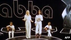 Шведская поп-группа ABBA, песня которой наложена на видеоролик. 18 ноября 1976.