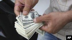 تزايد الطلب على الدولار في السوق العراقية